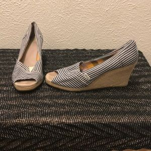 Toms wedges- canvas and hemp size 10